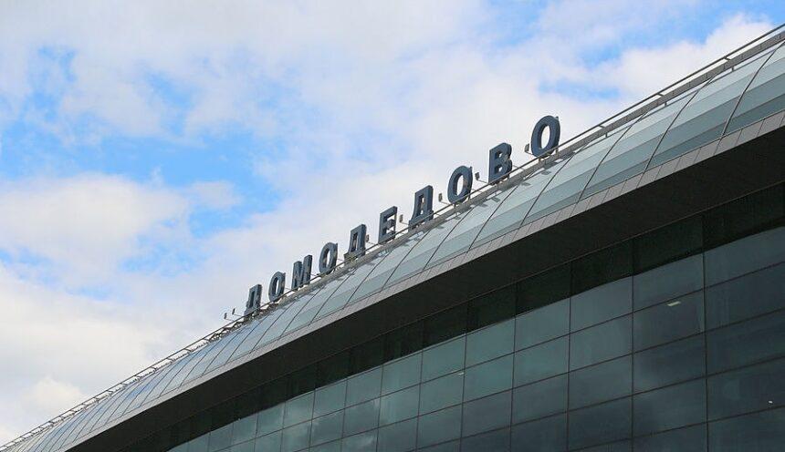 Москвич пытался провести контрабандой часы стоимостью 1,8 млн рублей через аэропорт Домодедово