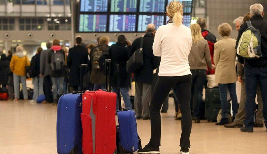 В российских аэропортах снова разрешили курить